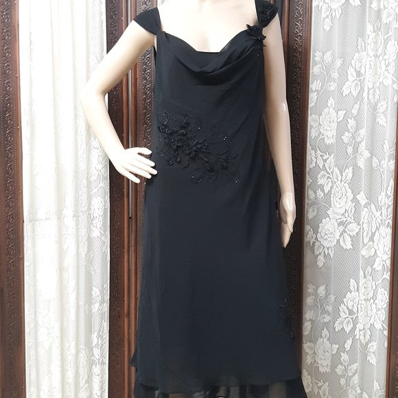 Adrianna Papell Dresses & Skirts - Adrianna Papelle Hand Beaded Black Evening Dress